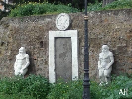 Interpretazione Esoterica Della Porta Ermetica border=